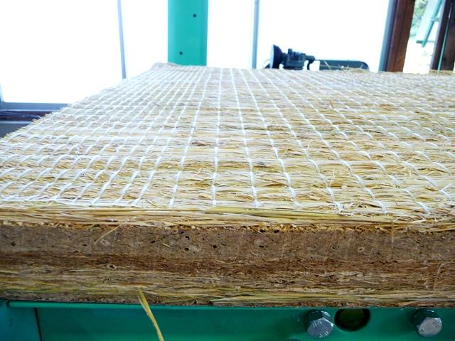 藁畳床四層配上品