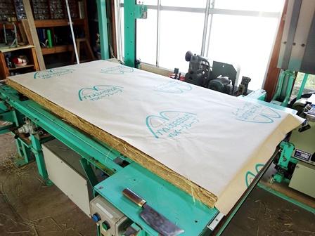 防虫紙加工、畳床を包み込みます